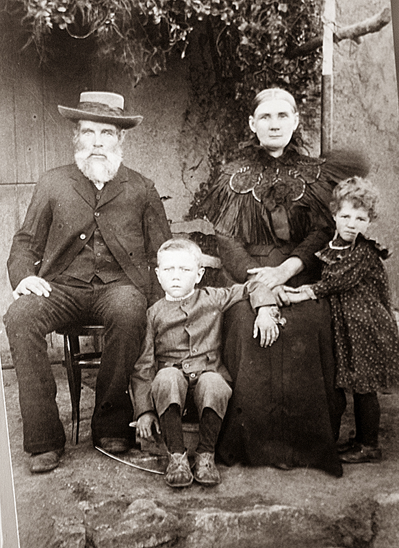 A young Geesje Myburgh with her parents and brother.